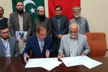 01-VC KMU Prof. Dr. Arshad Javaid & Dr. Zial ul Hassan are signing MOU between KMU and AIMS Pakistan (Custom)1554092220.jpg