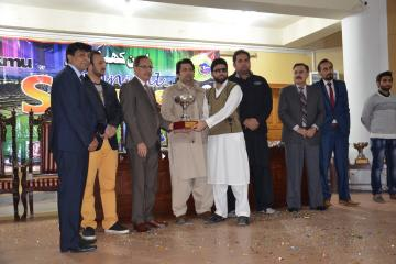 04-Vice Chancellor KMU & D.G Sports presenting cups to candidates (Custom)1514868434.JPG